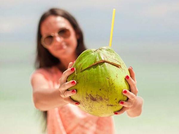 uống niều nước dừa có tốt không
