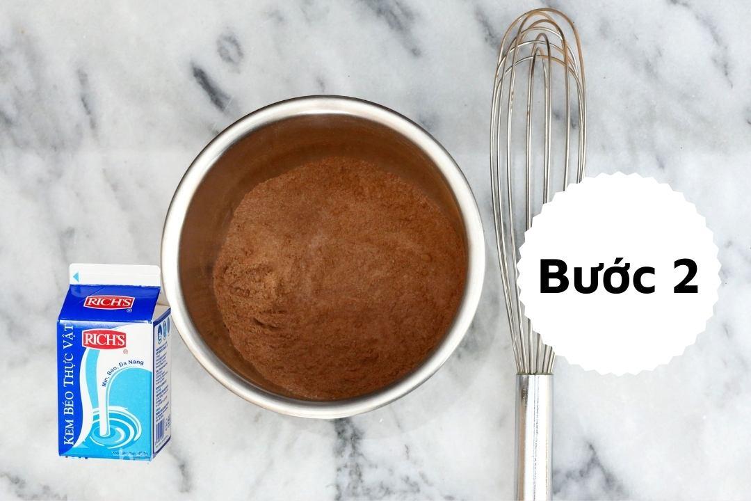 Bước 2: thêm kem béo vào hỗn hợp
