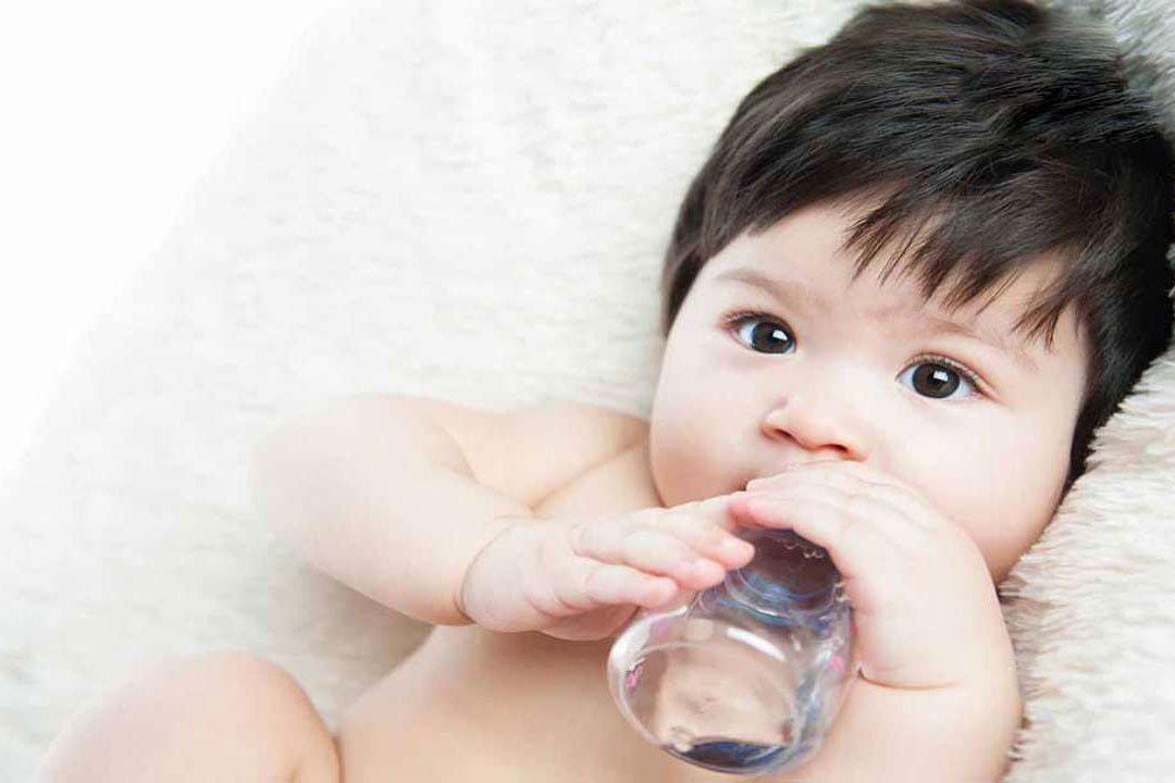 Những điều các mẹ tuyệt đối nên tránh khi pha sữa cho bé